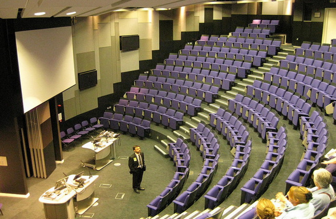 Education in 21st Century: Empty lecture halls