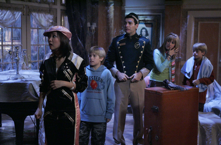 "Photo of ""The Suite Life of Zack and Cody"" characters looking worried in a haunted hotel room."
