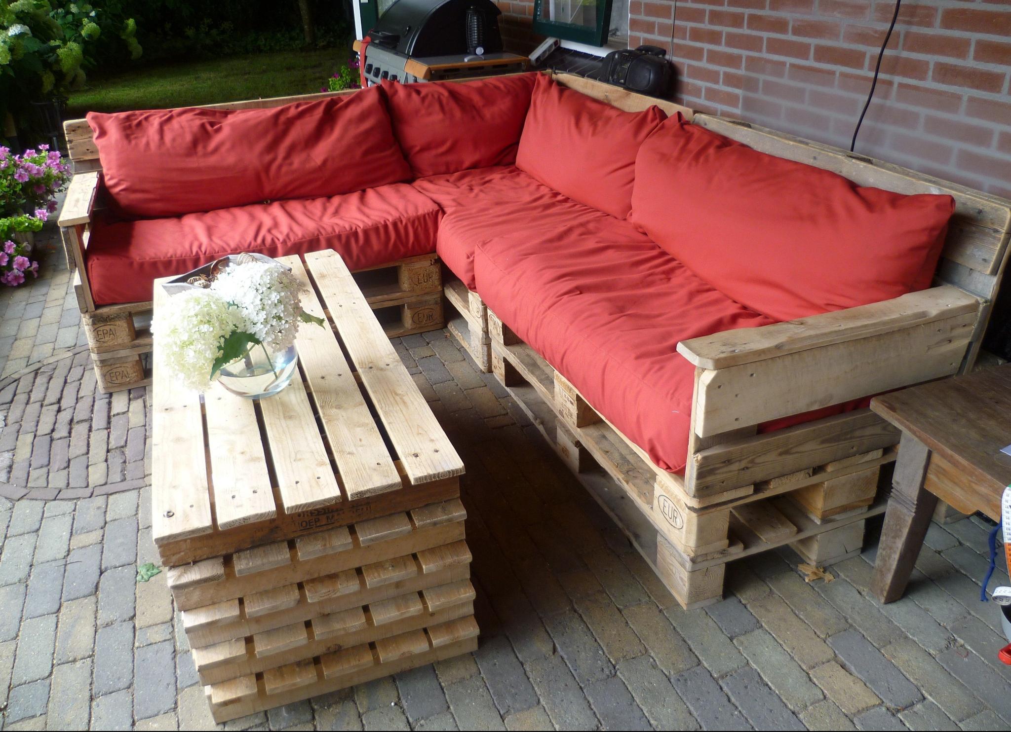 Массивный и удобный угловой диван