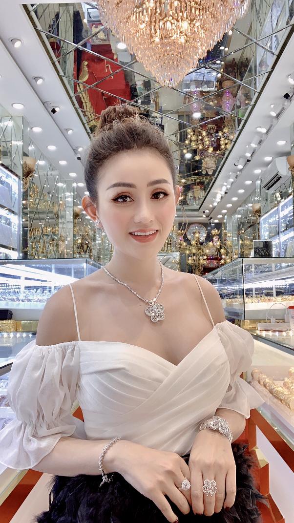 Chị Lê Quỳnh Trang - chủ Tiệm Vàng Hoàng Phát phát tâm từ thiện, tích cực tham gia vào các hoạt động có ích cho cộng đồng - Ảnh 4