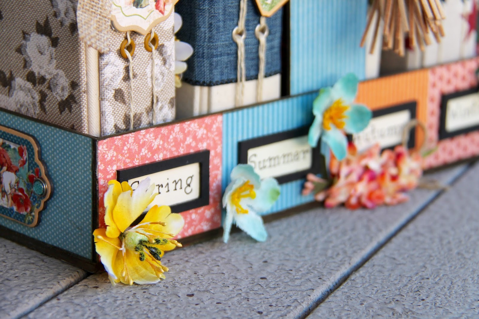 Four seasons Diary Stand G45 Collections Tutorial by Marina Blaukitchen Product by Graphic 45 photo 18.jpg