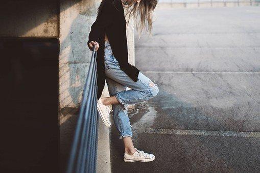 Niña, Pies, Pantalones Vaqueros, La Moda