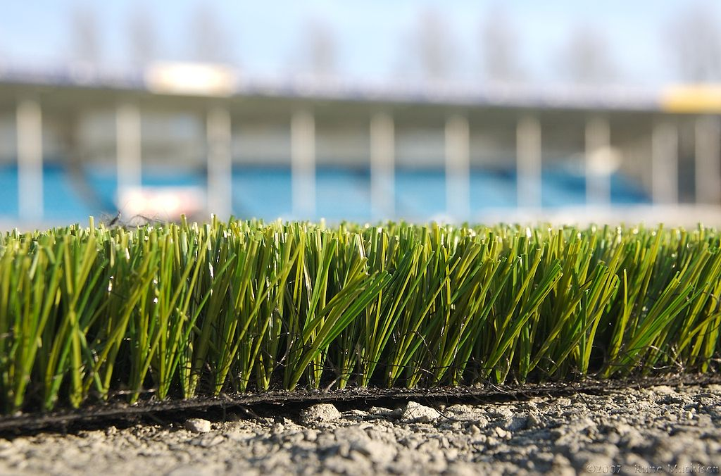 https://upload.wikimedia.org/wikipedia/commons/thumb/9/9c/Skagerak_Arena_turf.jpg/1024px-Skagerak_Arena_turf.jpg