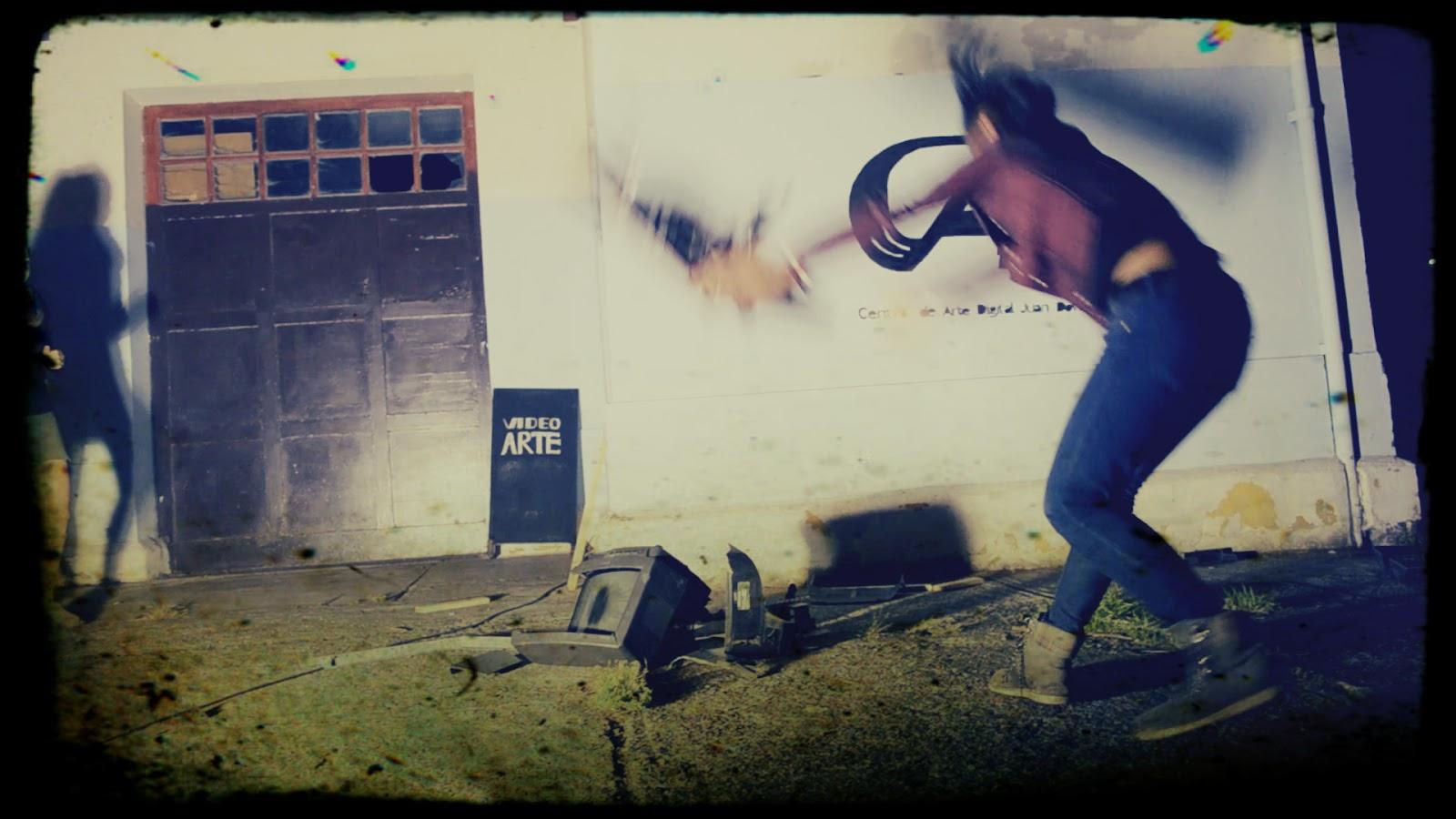 tv-demolition-08-.jpg