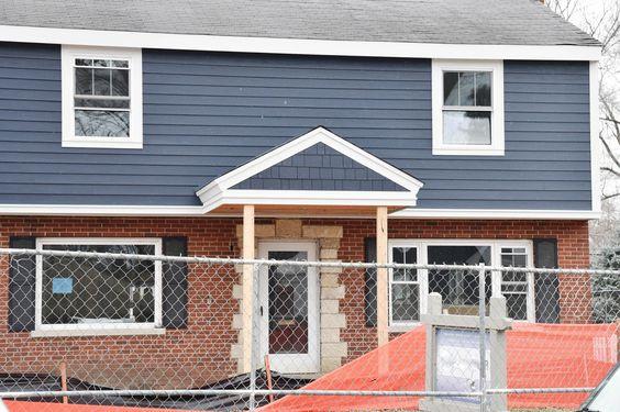 Rumah kombinasi bata merah dan kayu
