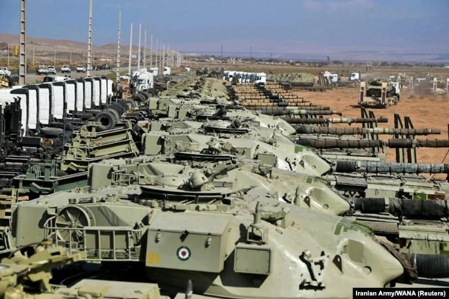 شماری از تانکهای حاضر در رزمایش فاتحان خیبر
