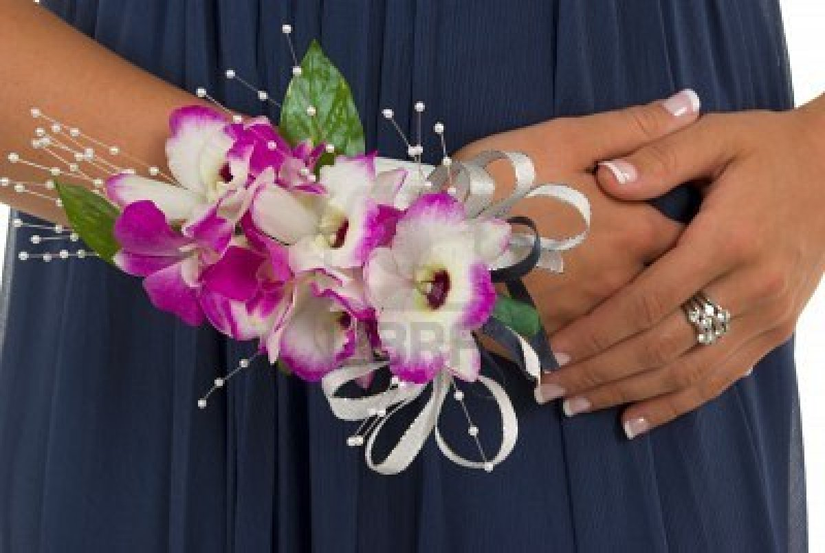 Who S The Corsage And Boutonniere For Prom