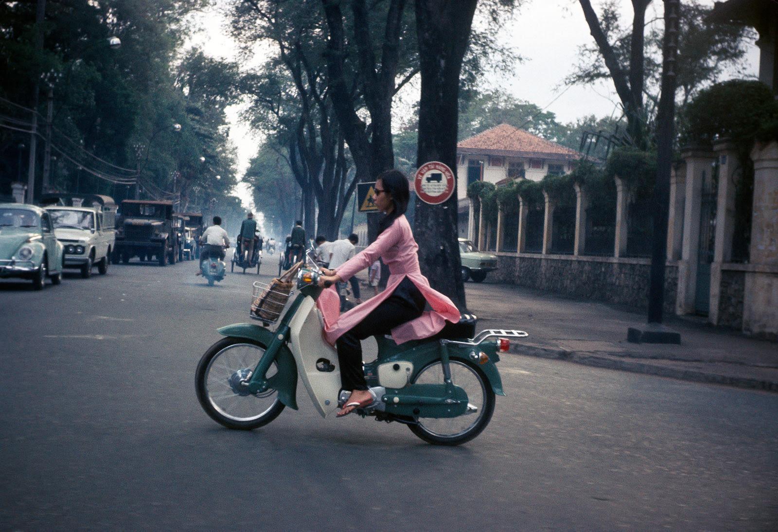 60 tấm ảnh màu đẹp nhất của đường phố Saigon thập niên 1960-1970 - 68