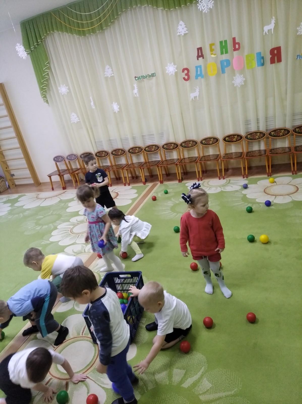 D:\Загрузки\ЛАДУШКИ зима\Пилюлькин играет с детьми.jpg