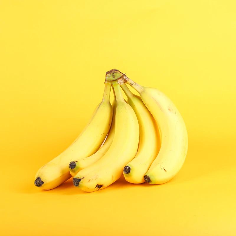 banaanid kollasel taustal