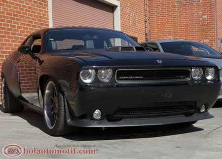 Wide-Body dodge Challenger