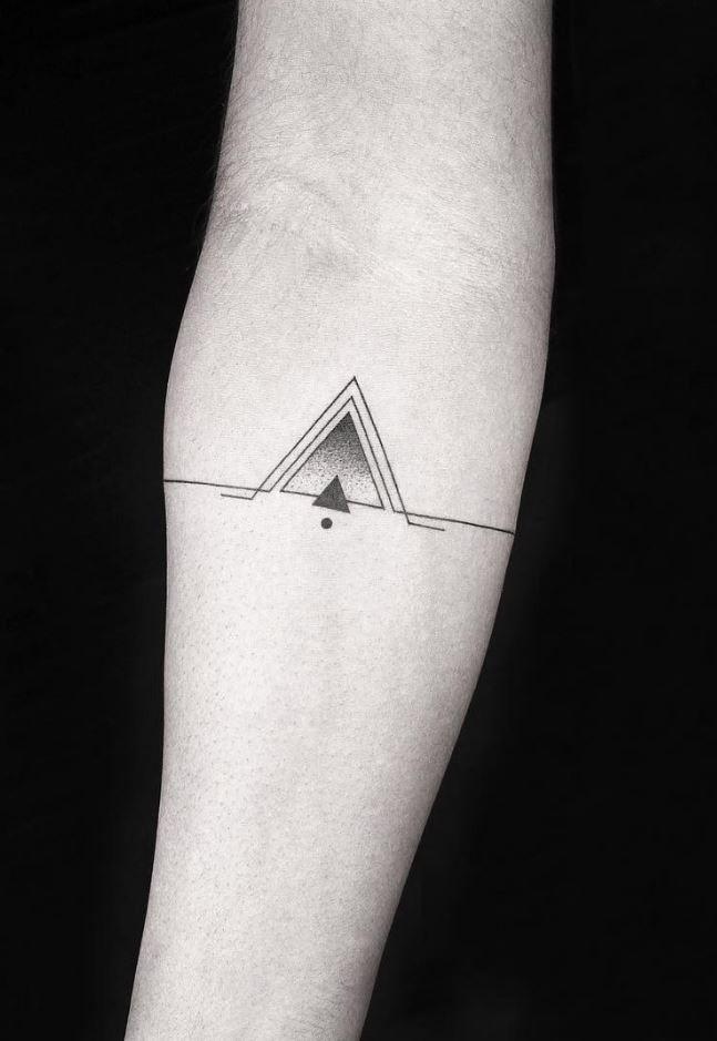 ลายสักสามเหลี่ยมขาวดำ 02