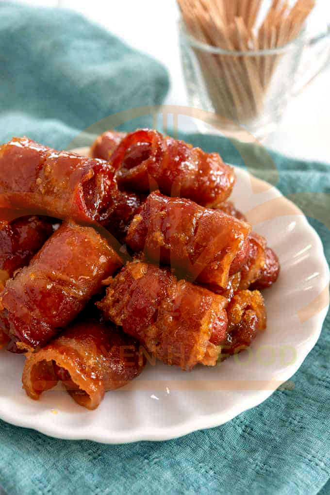 bacon-cuon-xuc-xich-xong-khoi