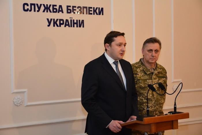 Сергей Левченко (справа)