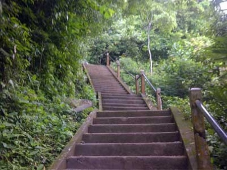 steps to pura lempyyang.jpg