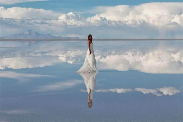 """Trải nghiệm cảm giác """"đi trên mây"""" ở giữa cánh đồng muối"""