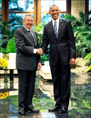 造訪古巴的美國總統歐巴馬,廿一日與古巴最高領導人勞爾.卡斯楚會面。 (路透)