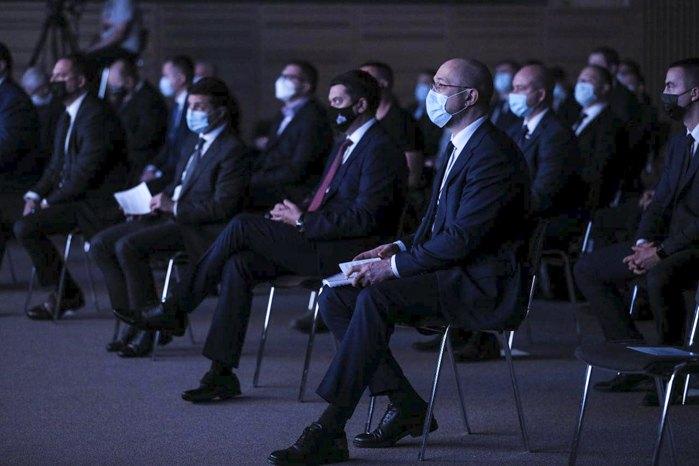 Президент Украины, премьер-министр, председатель Верховной Рады во время презентации экономического аудита страны и векторов экономического развития страны до 2030 года.