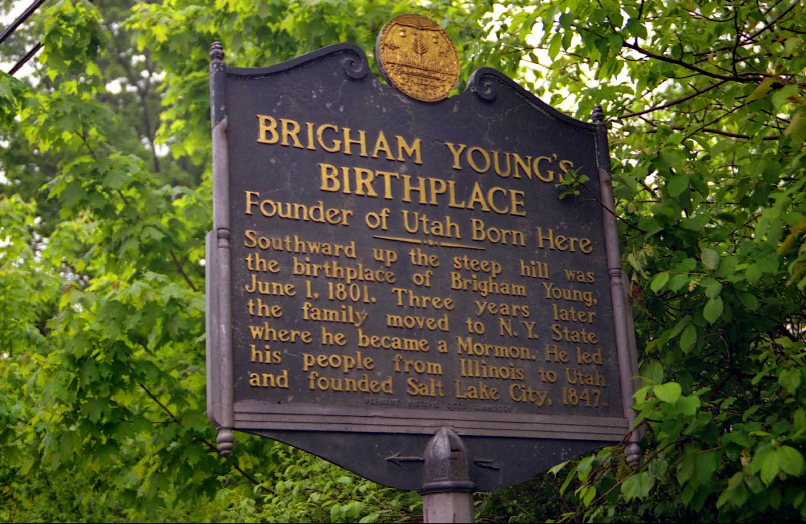 A picture of a plaque commemorating the birthplace of Brigham Young in Whitingham Vermont.
