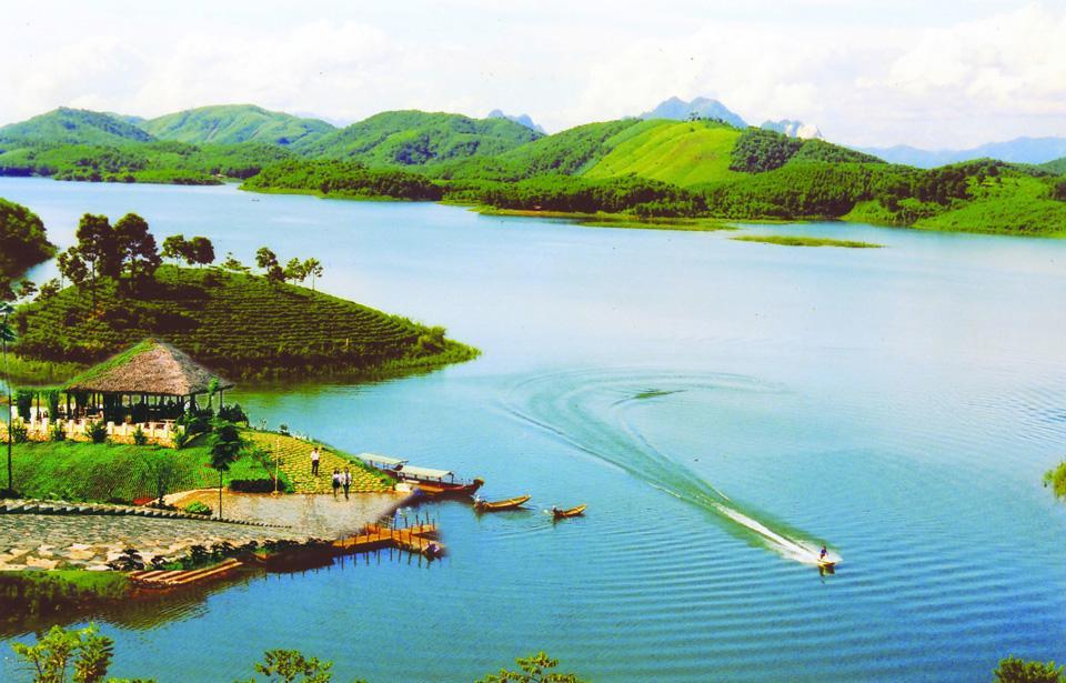Tháng 12 nên đi du lịch ở đâu? Các điểm du lịch nên đi vào tháng 12 - Vietmountain Travel 7