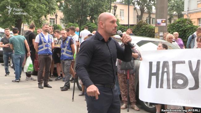 Ілля Кива виступає на мітингу біля Спеціалізованої антикорупційної прокуратури