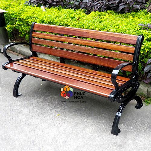 Trang trí ngoại thất bằng ghế công viên ngoài trời Phúc Hòa