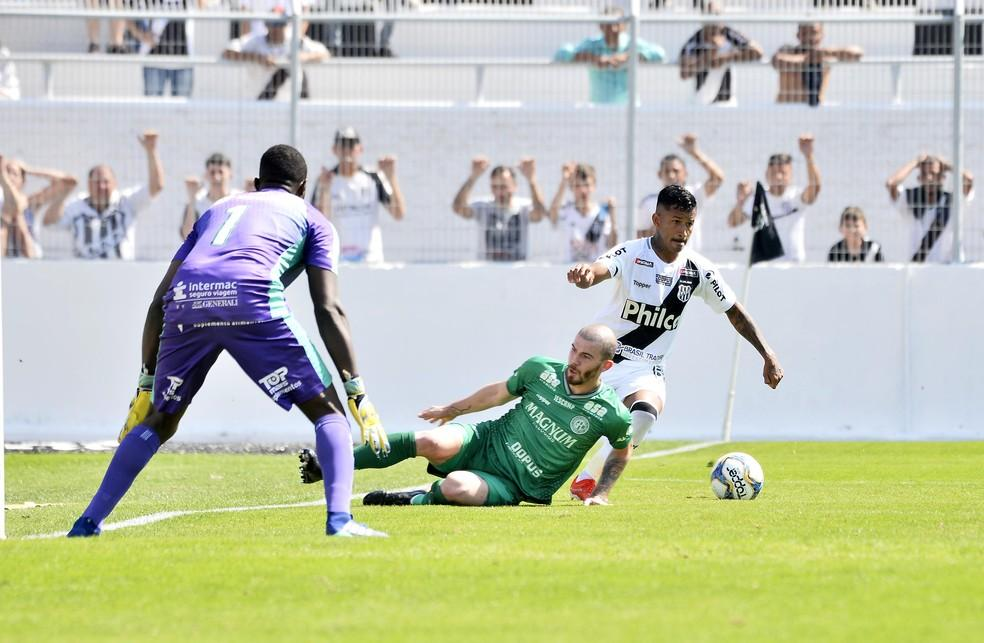 Marquinhos fez o lance do gol da Ponte no dérbi  — Foto: Marcos Ribolli