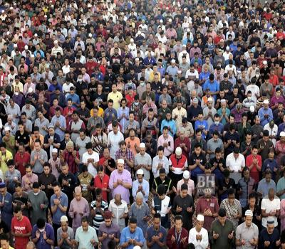 A group of people standing in front of a large crowd of people  Description automatically generated