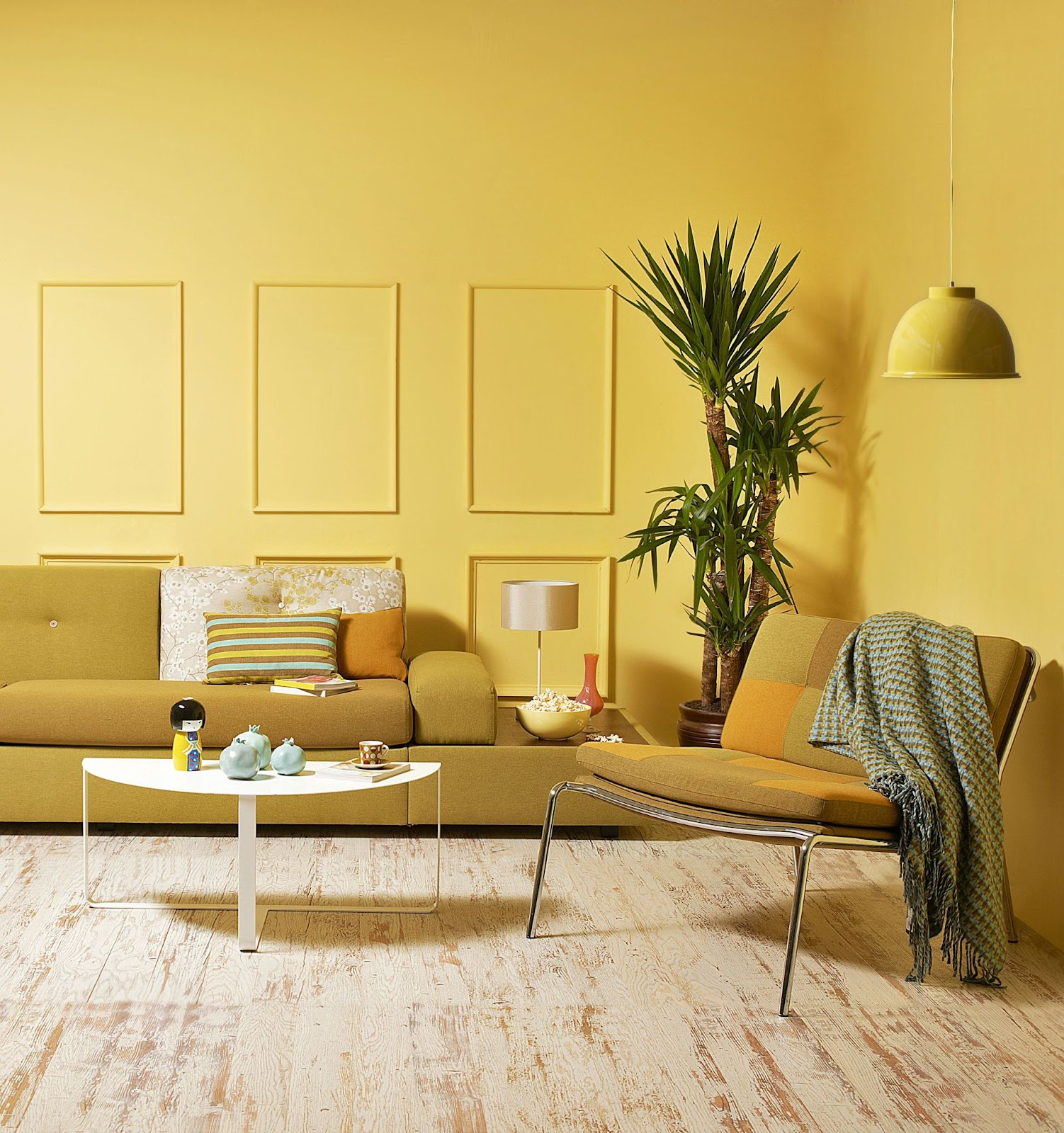 Monochromatic Living Room Wall Decor Ideas