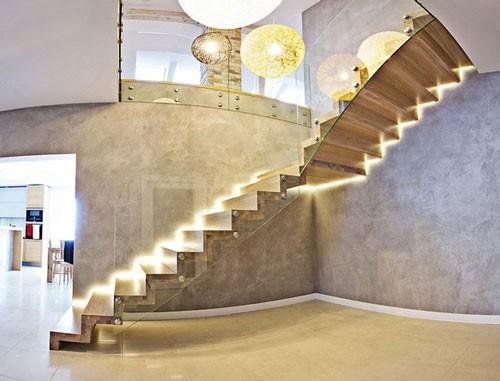 Đèn led chiếu sáng giúp nổi bật thiết kế cầu thang tinh tế