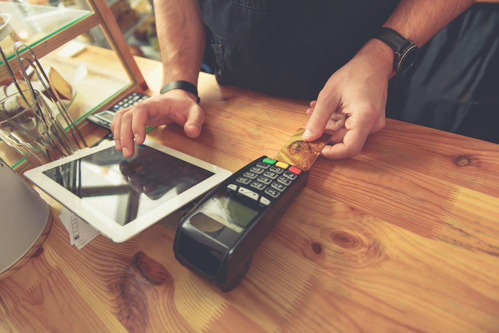 Aplikasi point of sales dengan perangkat tablet lebih mudah digunakan untuk mengembangkan bisnis dalam situasi new normal seperti sekarang