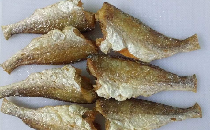 Cá đù một nắng chiên vàng là món ăn rất ngon và bổ dưỡng