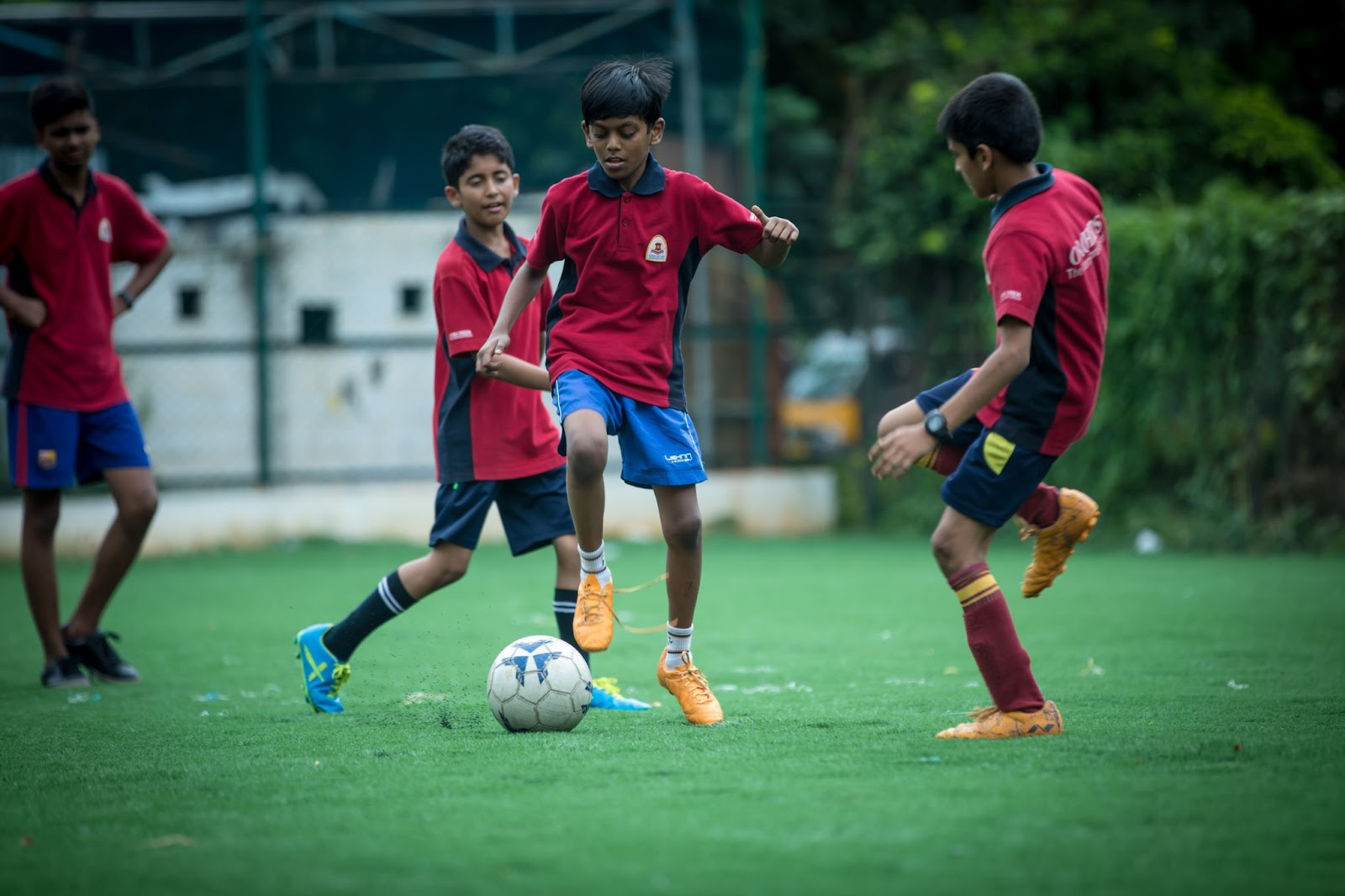 extracurricular activities such as sports help kids learn about teamwork