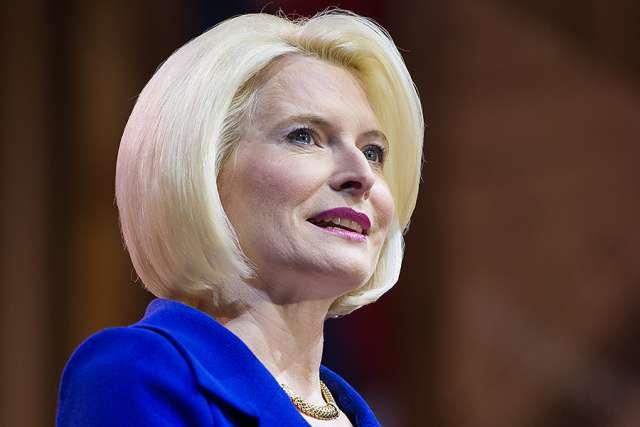 Đại sứ được bổ nhiệm tại Tòa Thánh Callista Gingrich trình bày trước Thượng viện