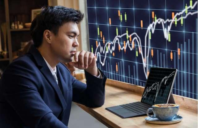 https://i.investopedia.com/image/jpeg/1510156581129/trader.jpg?quality=60&width=640&height=427