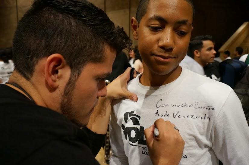 Los músicos de la OSSBV compartieron atriles con los jóvenes de la Orquesta Juvenil de Los Ángeles (YOLA por sus siglas en inglés), en una velada celebratoria de la música y de la amistad ante una audiendia de casi 4000 personas, el 25 de febrero en la Catedral de Los Angeles
