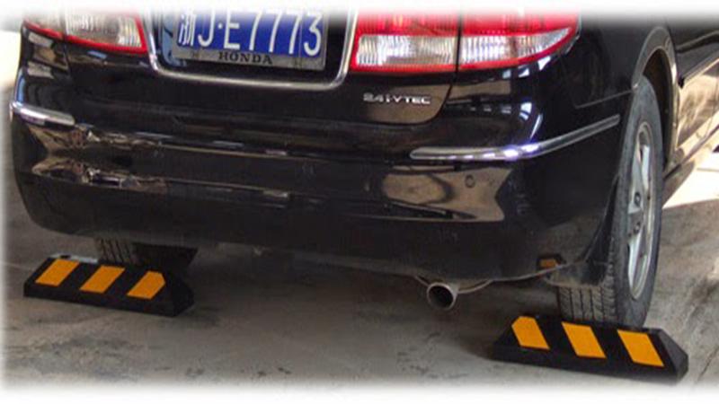 Cục chặn bánh xe bằng cao su, chặn lùi sau xe, cục chèn bánh xe, cục canh bánh xe   Thiết