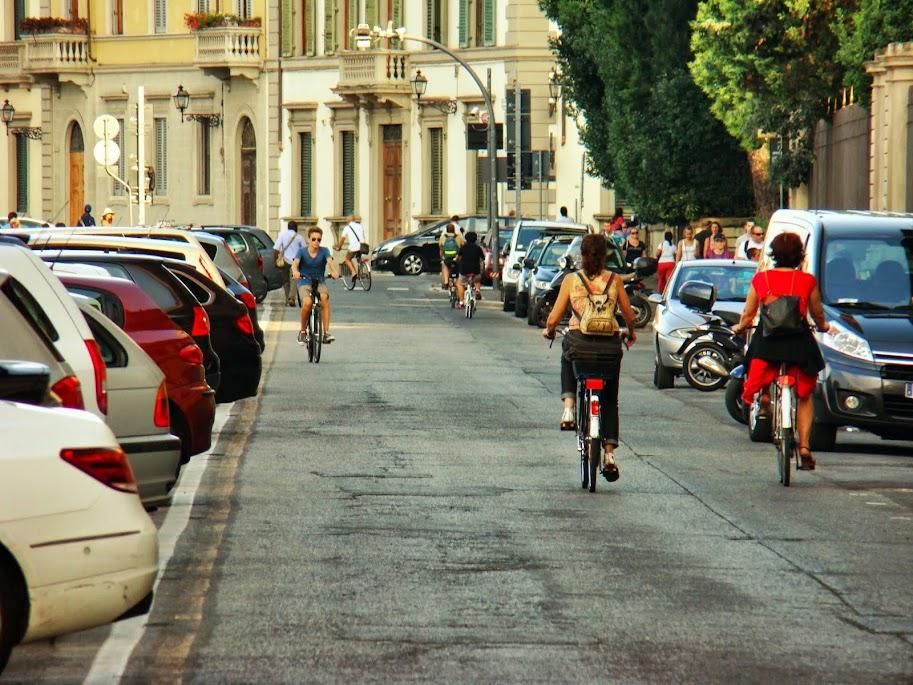 La misma calle sin acera-bici