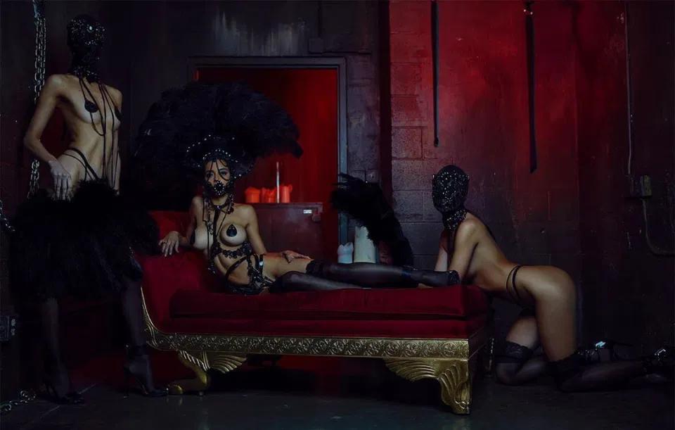 Snctm секс-клуб, эротические сцены