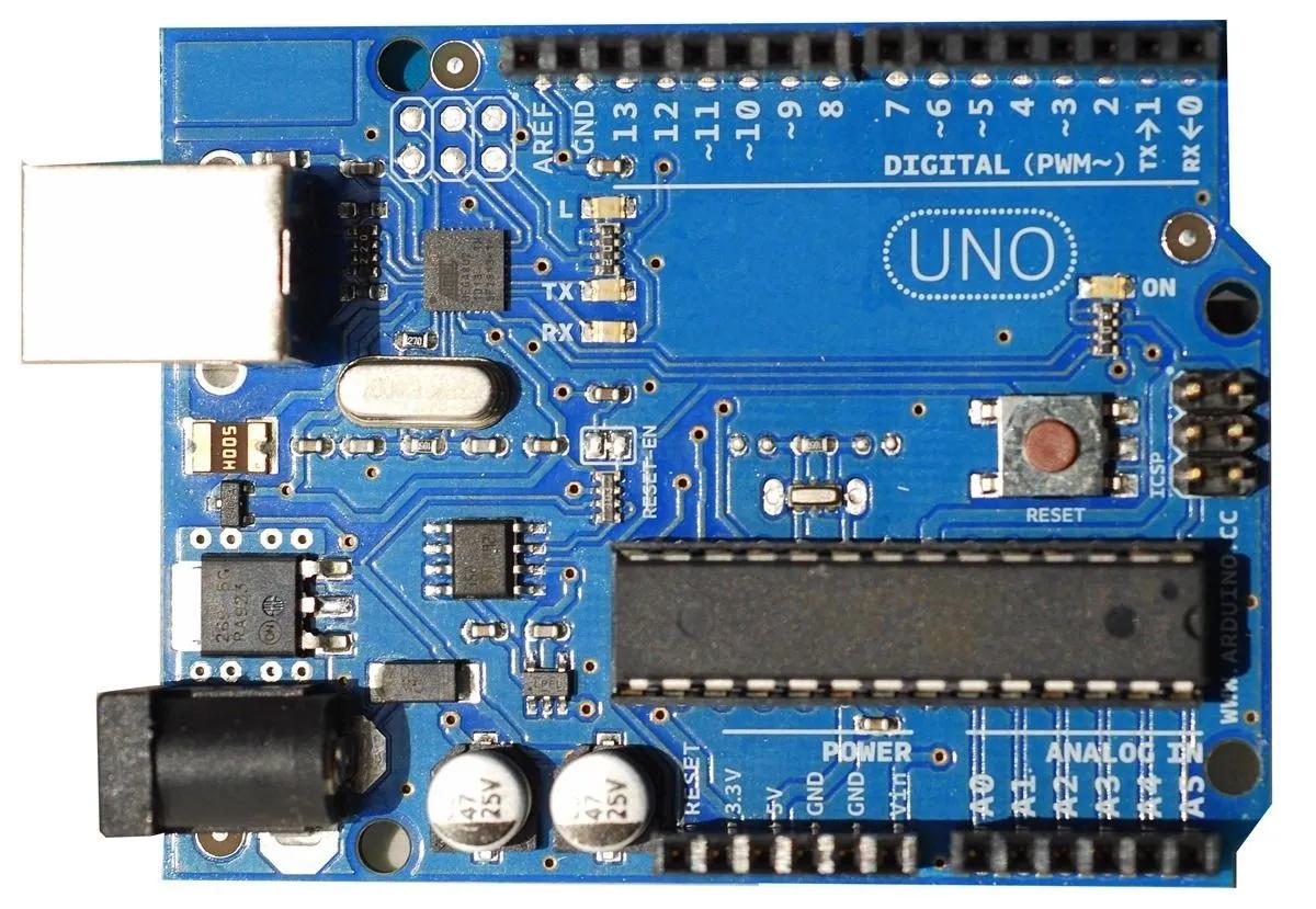Arduino Uno sử dụng vi điều khiển Atmega328