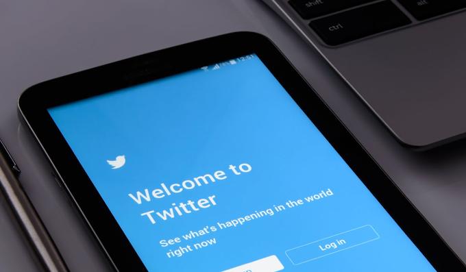 Return profile verification to Twitter