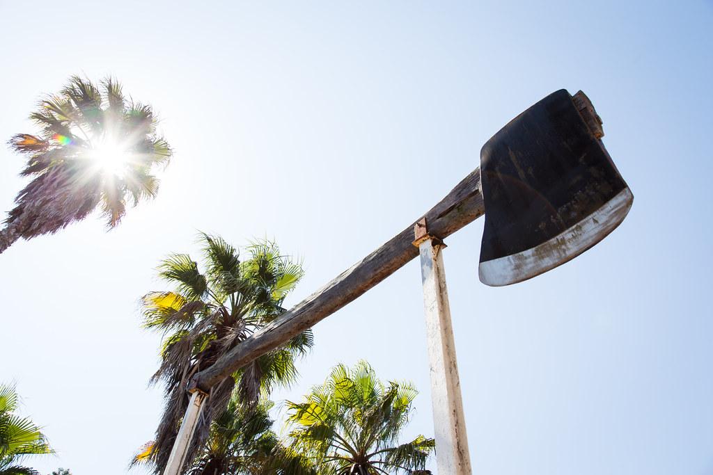 the big axe sculpture in kew