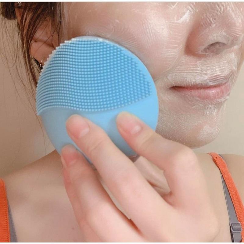 Máy rửa mặt Elle sẽ giúp làm sạch sâu da mặt