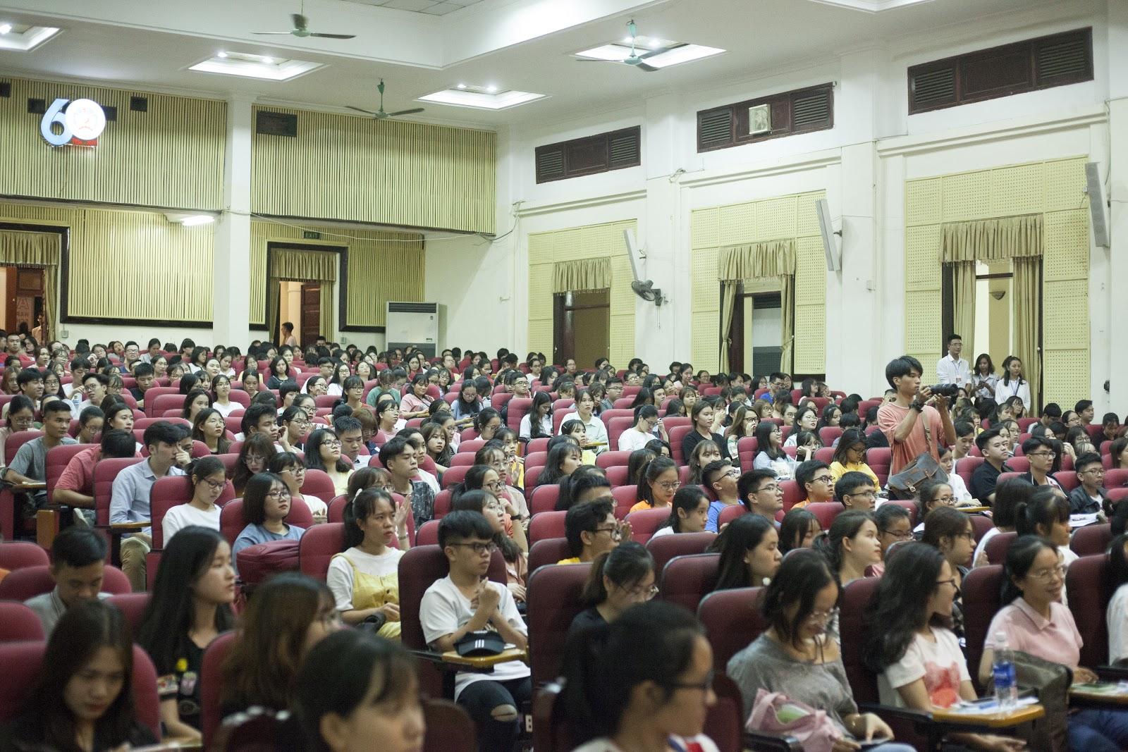 """Workshop: """"Đại học đừng học đại"""" thu hút đông đảo sinh viên tham gia"""