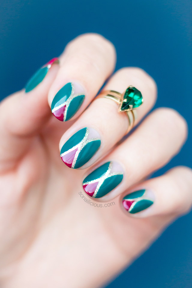 Christmas manicure with green, red & gold Fabergé-egg pattern