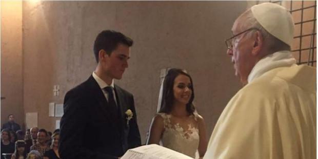 Một sự ngạc nhiên: Đức Thánh Cha Phanxico sẽ cử hành Lễ cưới cho các bạn. Như vậy được không?