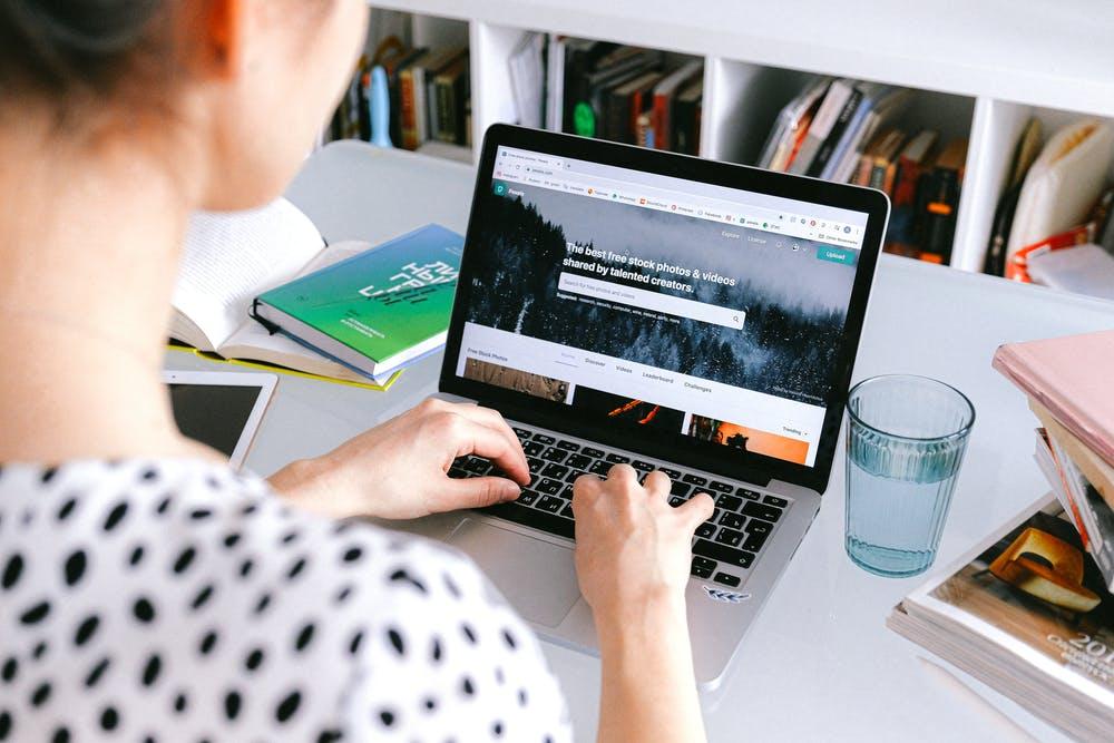 Đọc báo tiếng Anh và các trang web kinh doanh   ELSA Speak