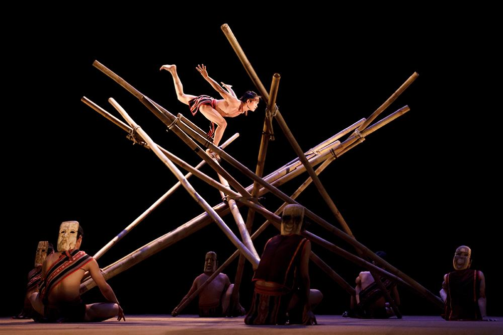 Bamboo Circus shows balancing on bamboo towels