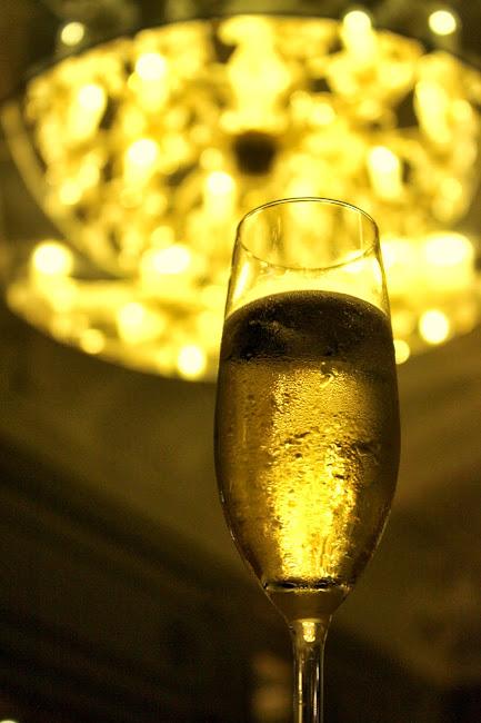 伦敦Catch酒吧的香槟