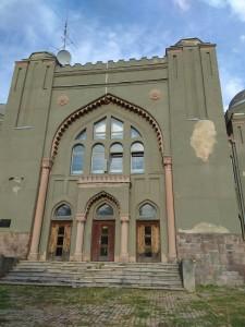 בית הכנסת הניאולוגי בג'נג'ש, עיר הולדתו וילדותו של אבא